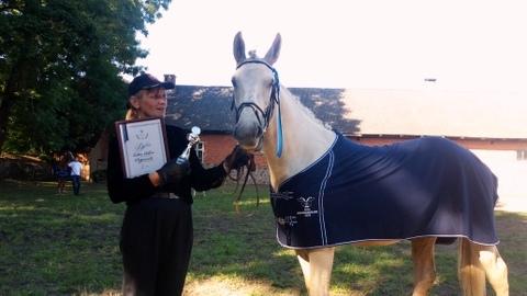 105834dc068 Tori hobuse kasvatajatajatele soovisid edu tõuaretajad Ukrainast.  Hindamiskomisjoni tööd juhatas EHS aretustöö juhataja Andres Kallaste.